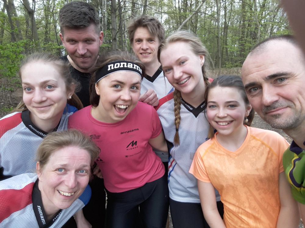 Trenéři a závodnice  I  foto: Kamil Arnošt