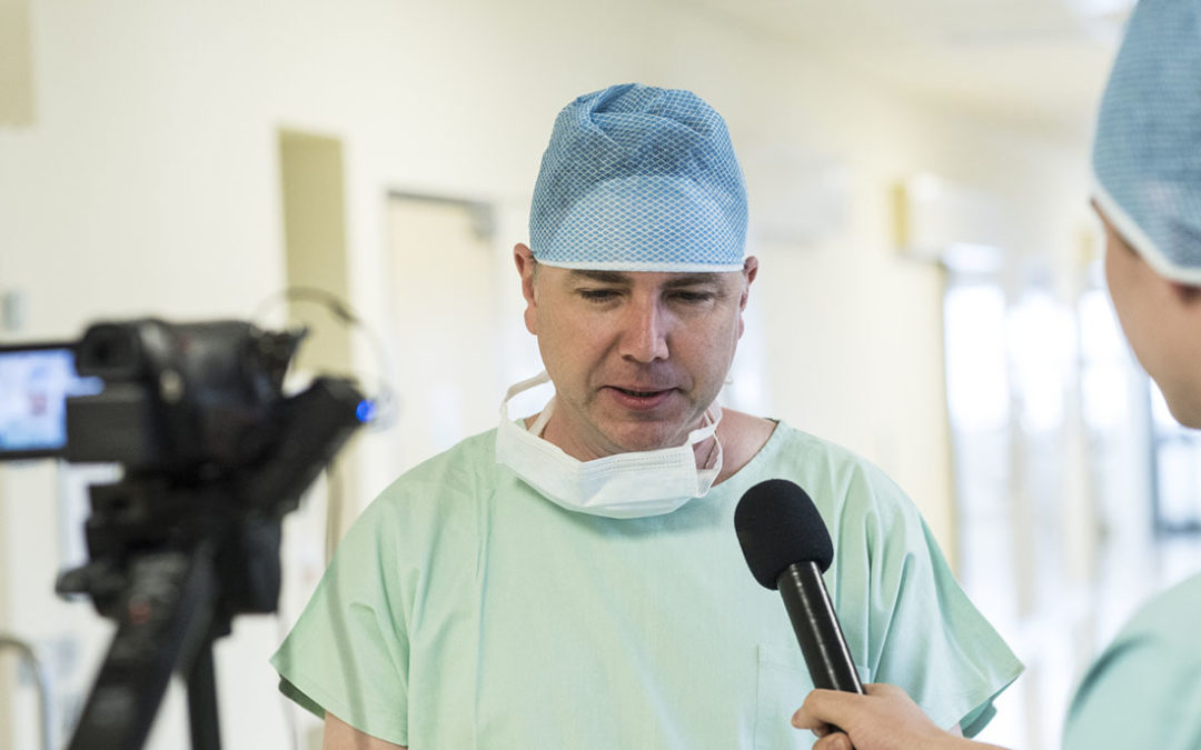 VIDEO: Odstranění nádoru na vlastní oči rukama lékaře z Oblastní nemocnice Příbram