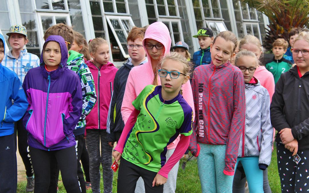 Dobříšští gymnazisté závodili v zámeckém parku