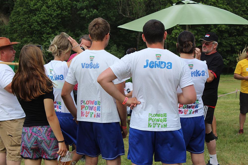 Vymazlená trička týmu obce Kytín  I  foto: Šárka Spáčilová