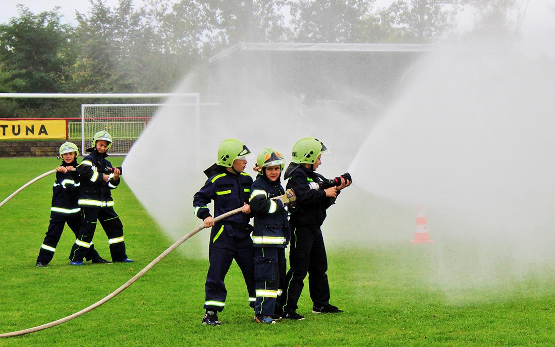 Mladí hasiči v akci  I  foto: Šárka Spáčilová
