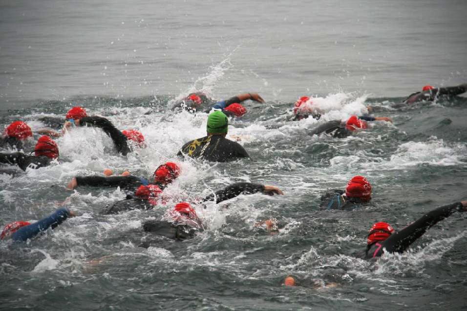 Plavecká část triatlonu  I  foto: HT