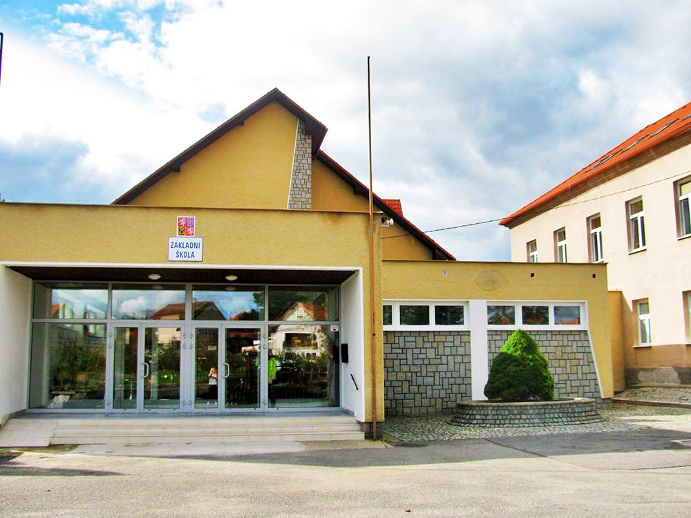 Budova Základní školy a Mateřské školy Nečín  I  foto: AR
