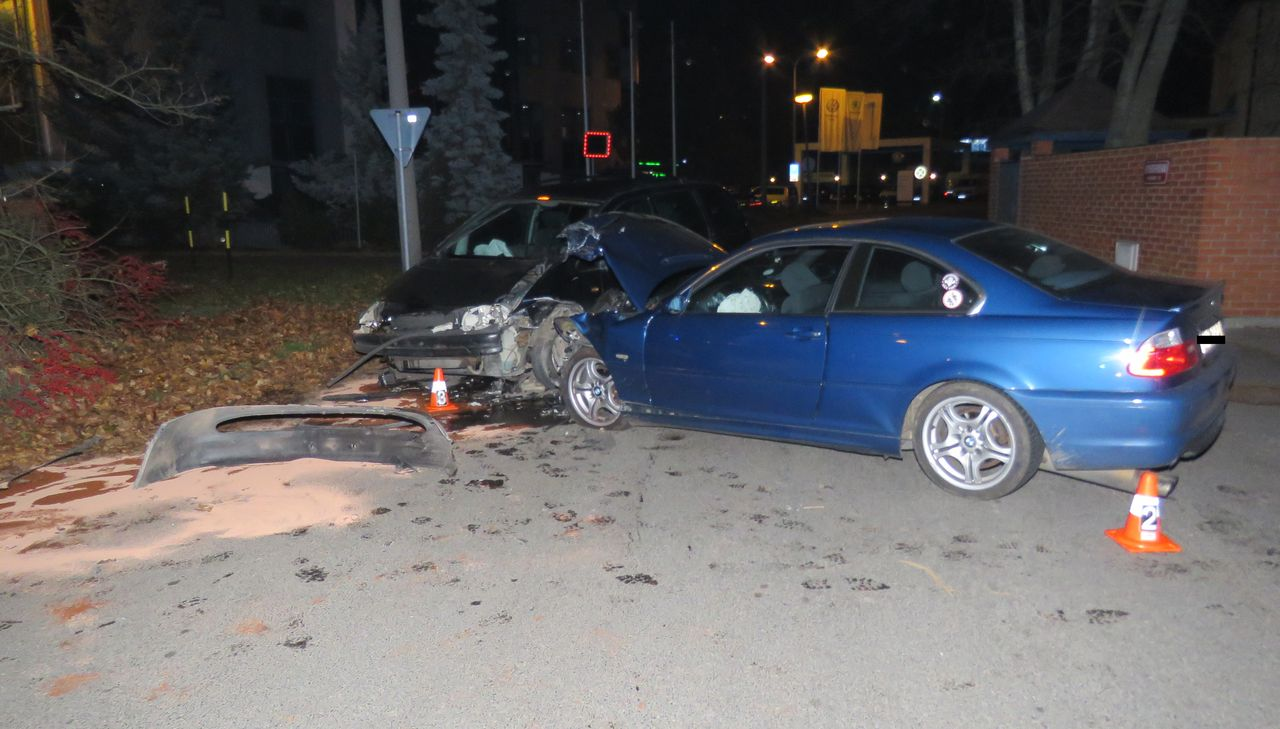 Nehoda ze dne 3. listopadu v Příbrami. Během nehody došlo k lehkému zranění, škoda byla vyčíslena na 100 tisíc korun